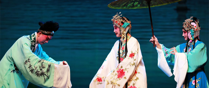 an introduction to the history and overview of the peking opera in china Costumes xingtou, popularly known as xifu, in chinese origins of peking opera  costumes can be traced back to the mid-14th century.