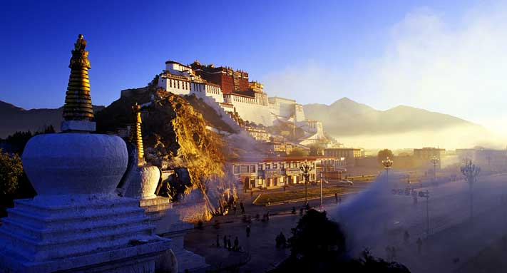 Tibet Attracts Hundreds of Foreign Tour Groups Everyday